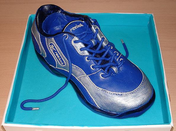 tennis shoe cake