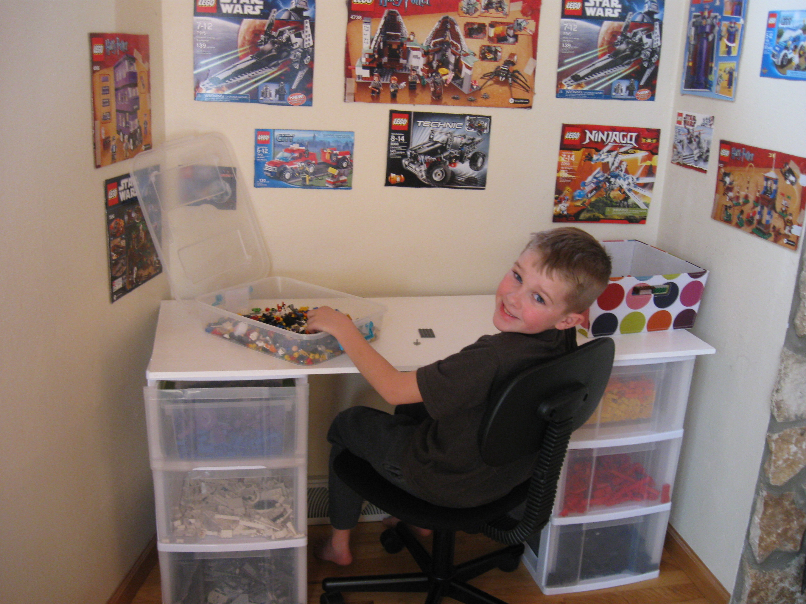 how to make a lego student desk
